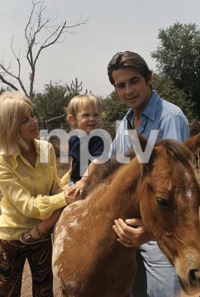 James Brolin at home with wife Jane Cameron Agee and son Josh Brolin1970 © 1978 Gunther - Image 7729_0004