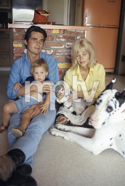 James Brolin at home with wife Jane Cameron Agee and son Josh Brolin1970 © 1978 Gunther - Image 7729_0007