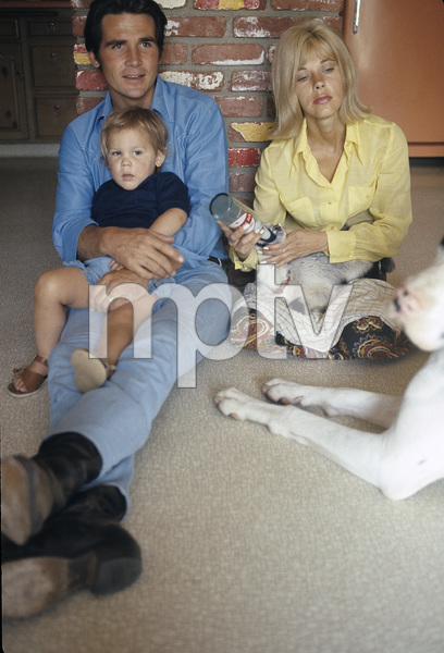 James Brolin at home with wife Jane Cameron Agee and son Josh Brolin1970 © 1978 Gunther - Image 7729_0013