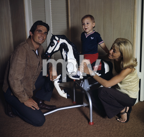 James Brolin with wife Jane Cameron Agee and son Josh Brolincirca 1970** H.L. - Image 7729_0029