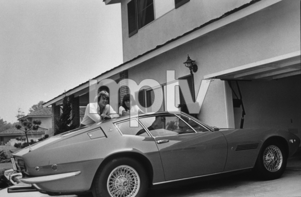 The CarpentersRichard and Karen outside of their southern Californiahome with their Maserati Ghibli1971 © 1978 Gunther - Image 7952_6