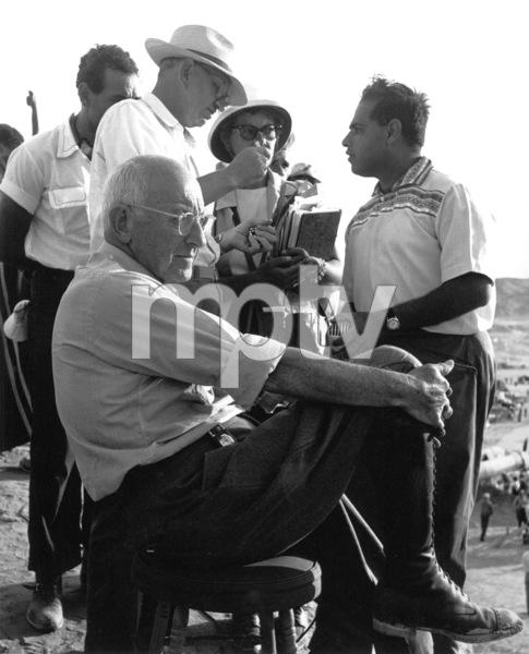 Cecil B. DeMille, cameraman John Fulton, Asst. Dir. FaroukFilm SetTen Commandments, The (1956) © 1978 Ken Whitmore0049833Paramount - Image 8340_0043