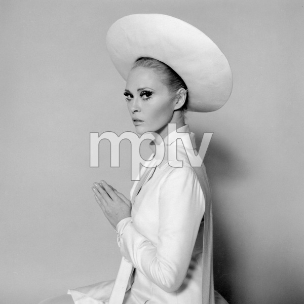 Faye Dunaway, THE THOMAS CROWN AFFAIR, UA, I.V. - Image 8384_0235