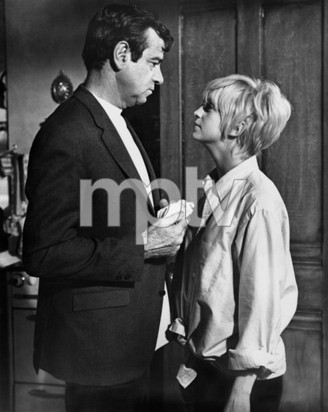 """Cactus Flower""Walter Matthau, Goldie Hawn1969 Columbia Pictures - Image 8719_0003"