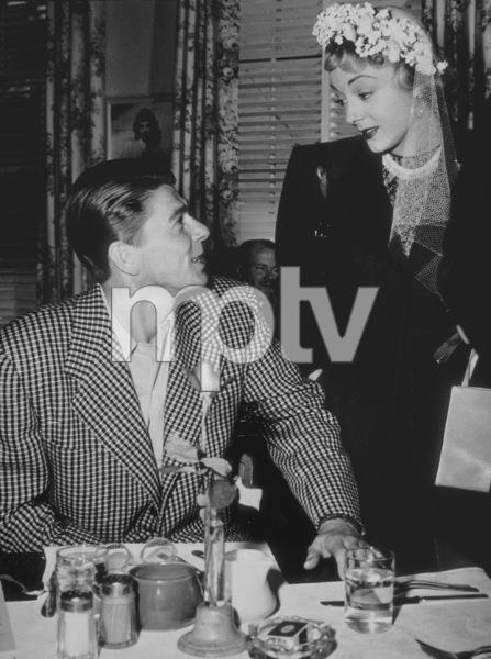 """John Loves Mary""Ronald Reagan, Virginia Field1948 Warner Bros. © 1978 Floyd McCartyMPTV - Image 9204_0001"