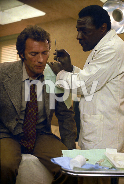 """Dirty Harry""Clint Eastwood1971 Warner Brothers** I.V. - Image 9444_0026"