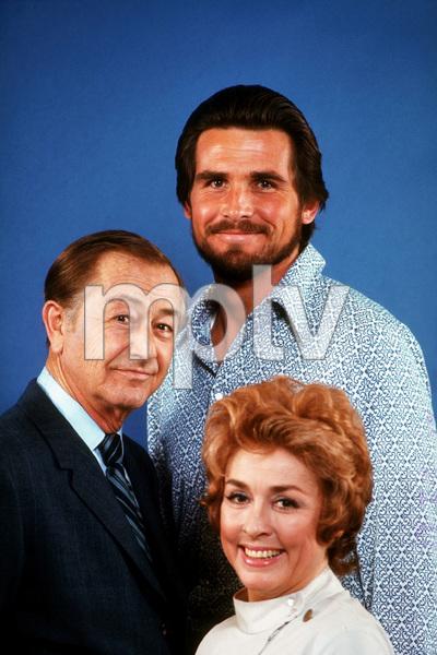 """Marcus Welby, M.D.""Robert Young, James Brolin, Elena Verdugo1971 ABC © 1978 Gene TrindlMPTV - Image 9446_0019"