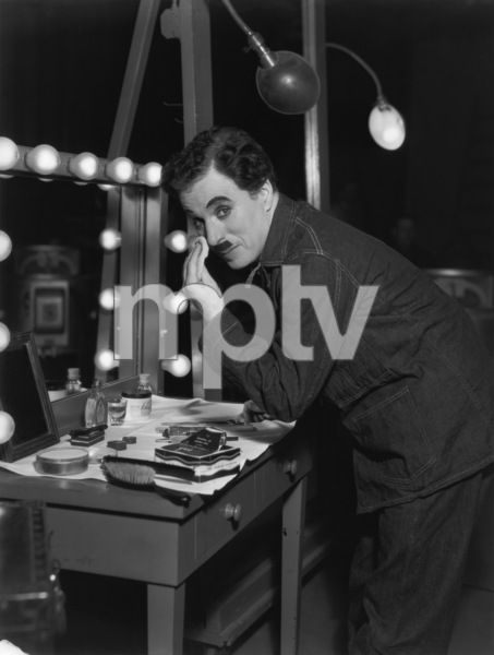 """Charlie Chaplin during the making of """"Modern Times""""1936Photo by Max Munn Autrey** I.V. - Image 9463_0004"""