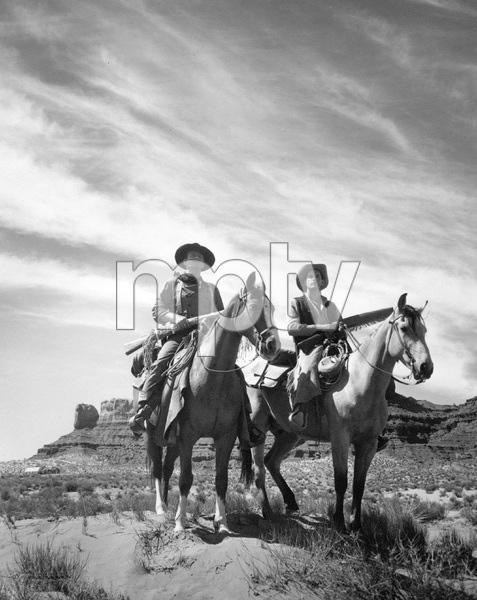 John Wayne, THE SEARCHERS, Warner Brothers 1957 ** I.V. - Image 9466_0024