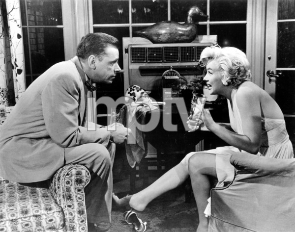 """Seven Year Itch, The""Tom Ewell, Marilyn Monroe1955 / 20th Century Fox**R.C. - Image 9554_0028"