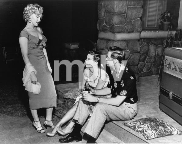 """Niagara""Marilyn Monroe, Jean Peters, Casey Adams1953 / 20th Century Fox**R.C. - Image 9558_0012"