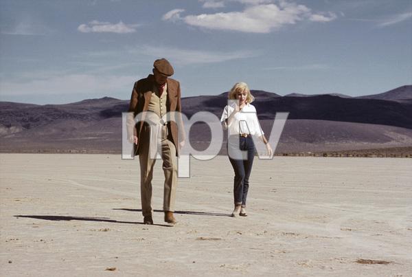 """The Misfits""Director John Huston, Marylin Monroe1961 United Artists© 1978 Al St. Hilaire - Image 9559_0045"